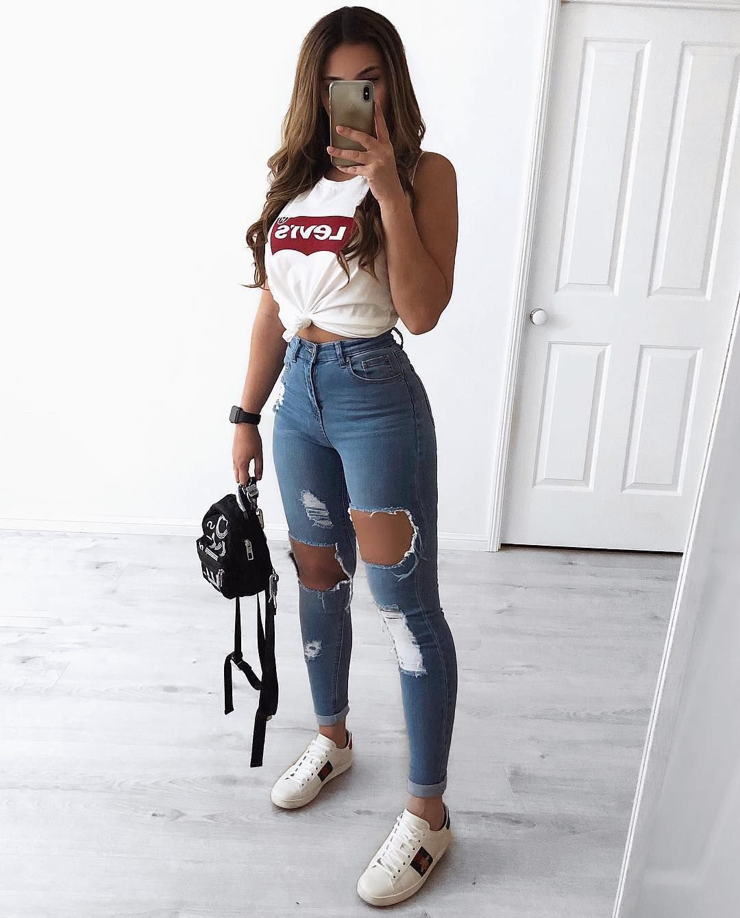 """Get Into This Style on Instagram: """"1, 2 or 3? 🤔 Ladies, how would you wear your ripped jeans? Comment below ⬇️ • @clarafamularo • Follow @getintothisstyle for more •…"""" 1"""