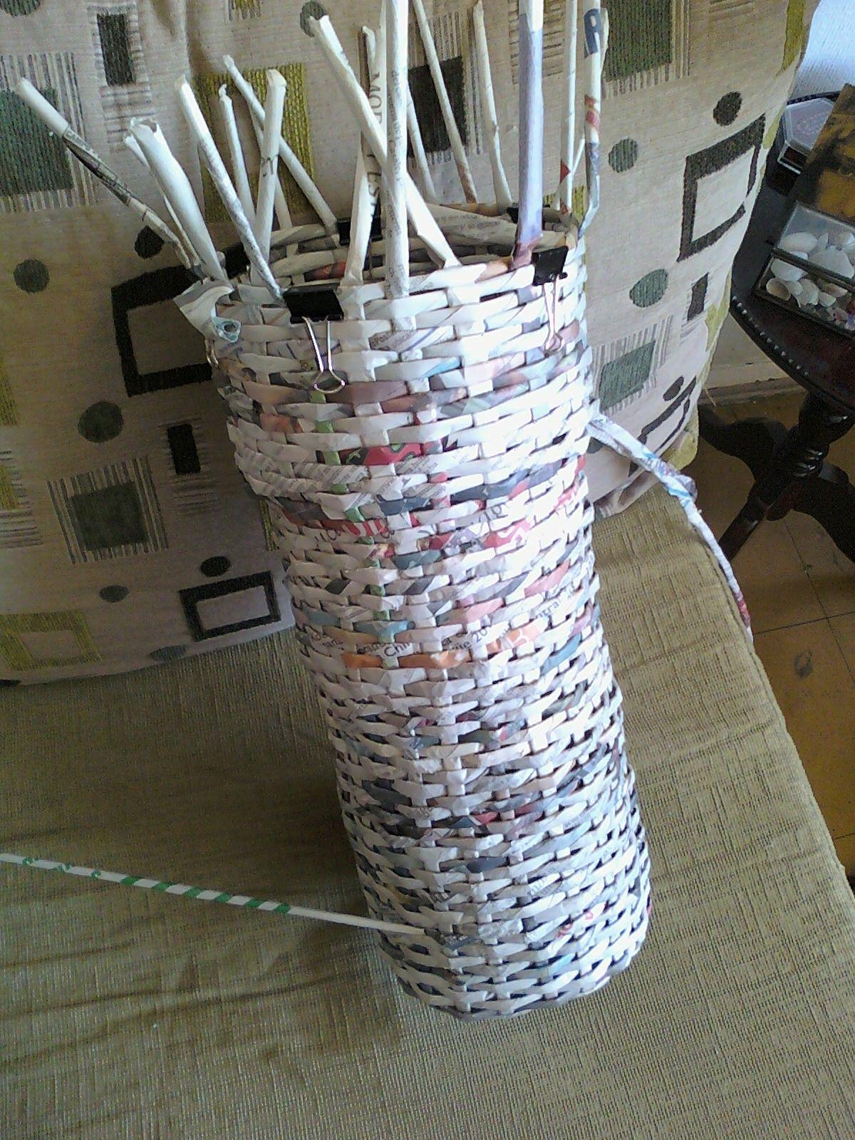 Jarron de papel periodico decoracion dise o y - Manualidades con hueveras ...