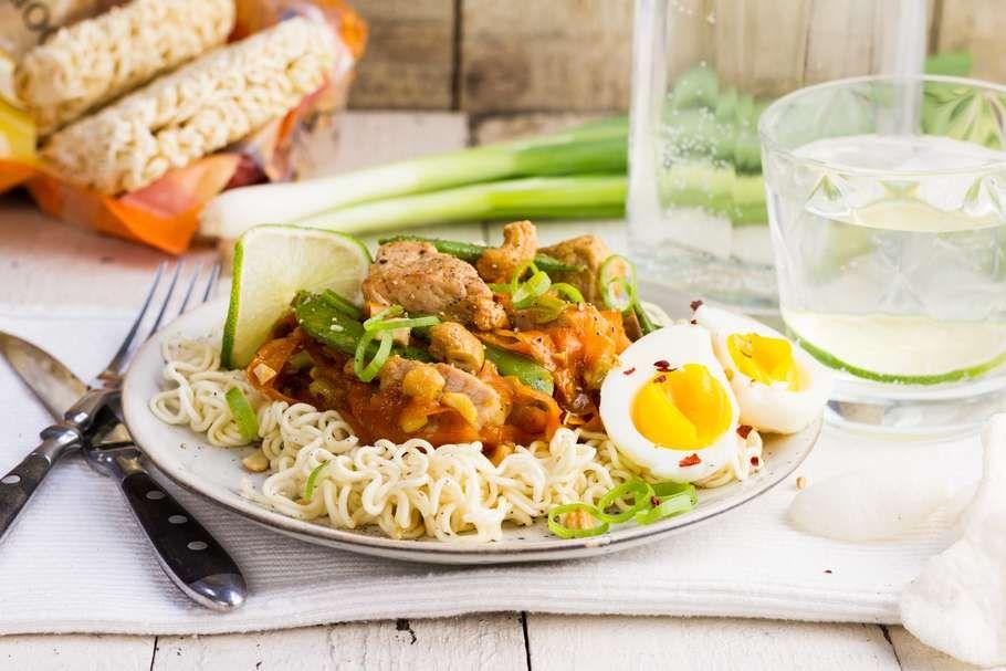 Geurige wokschotel met lemongrass en cashewnoten