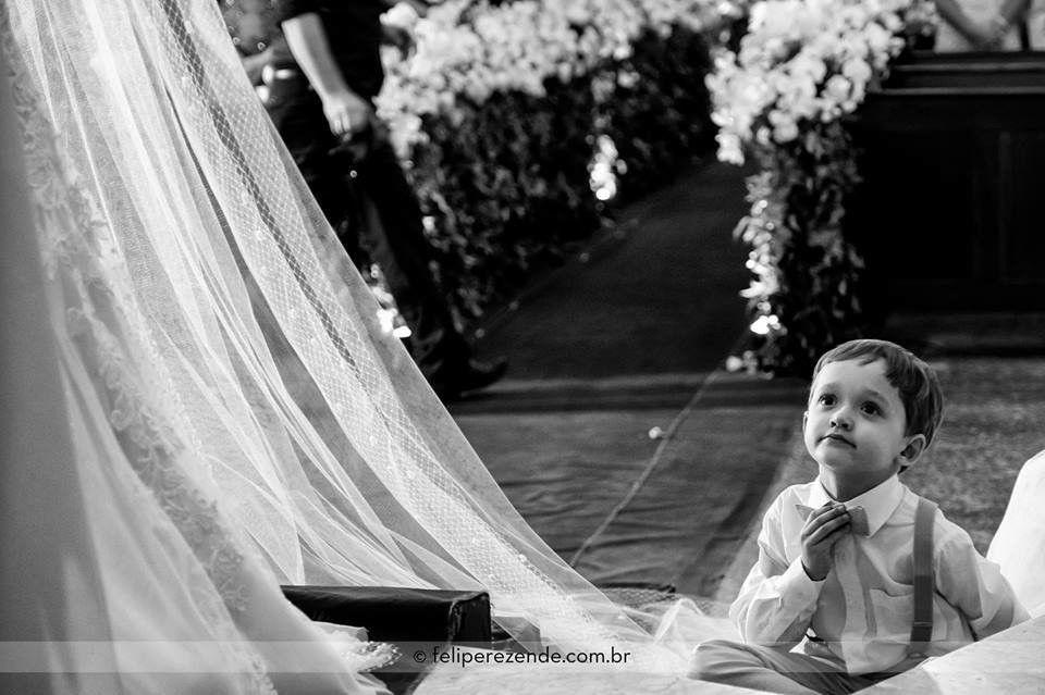 A inocência e a beleza deles sempre nos encantam nos casamentos! Bom dia!