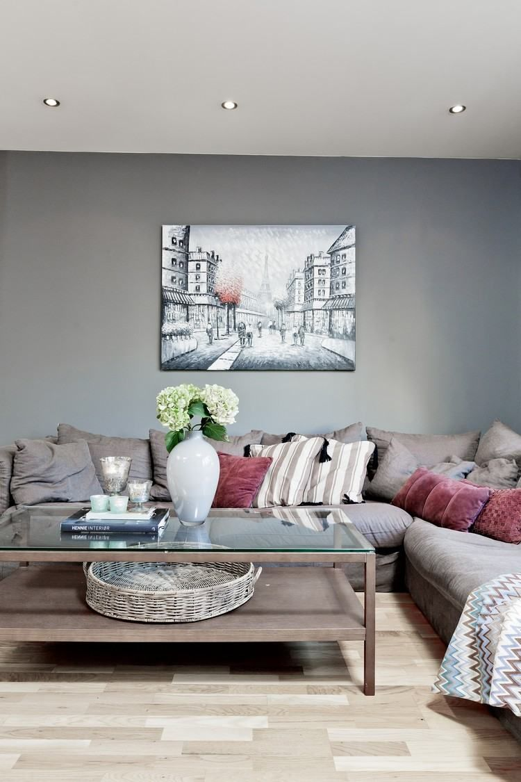 graue wandfarbe und taupe ecksofa und wandbild | wohnzimmer ...