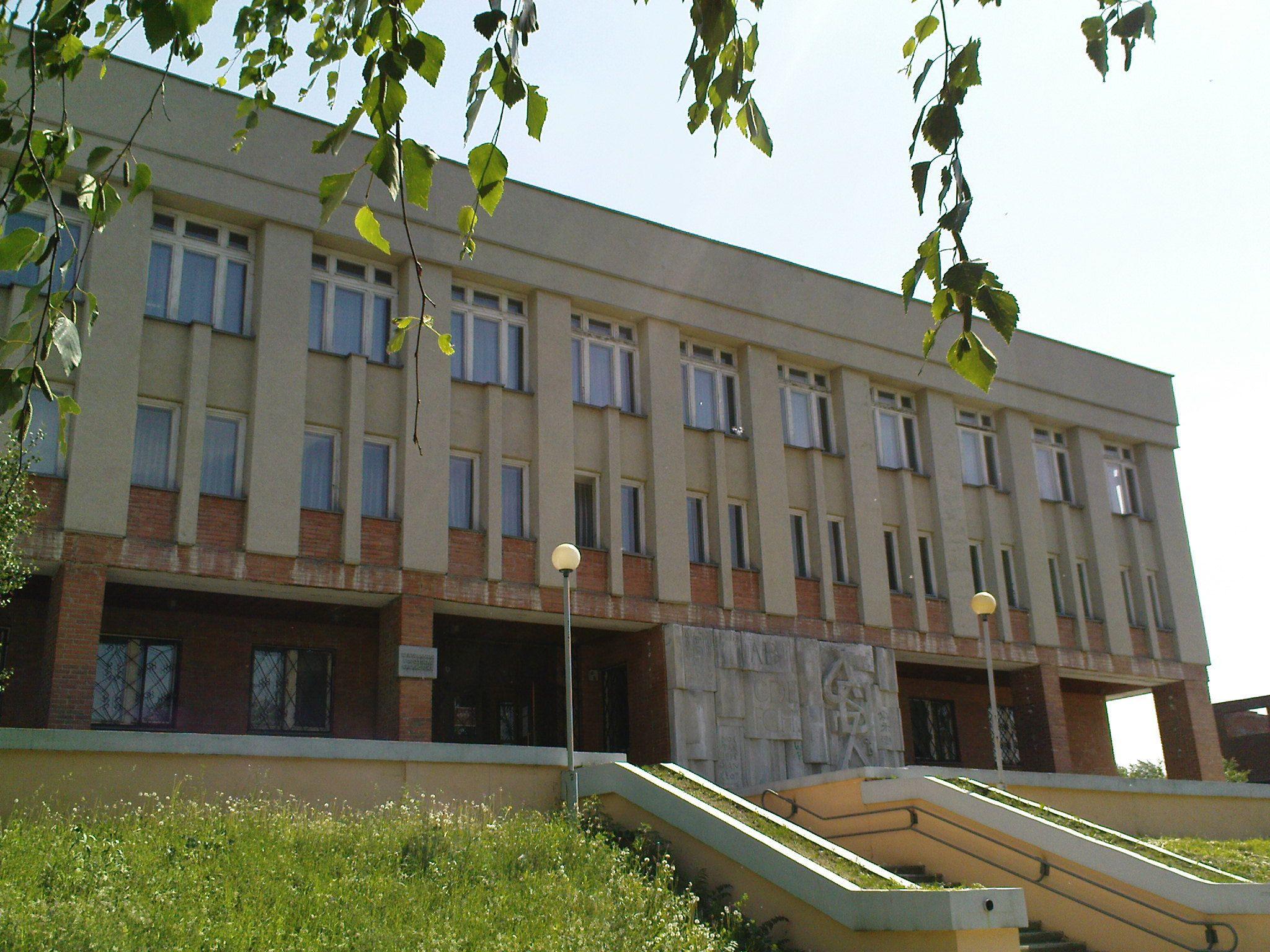 Центральная публичная библиотека Новоуральска летом