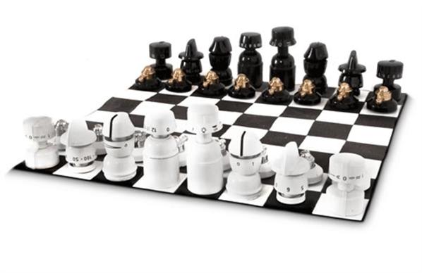 Um Xadrez Feito Com Aproveitamento De Material Xadrez Jogo Tabuleiro De Xadrez Artistas