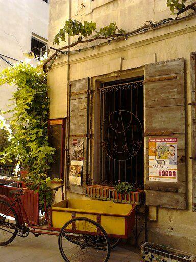 detalhes em St Remy -  Provence - semana de Van Gogh