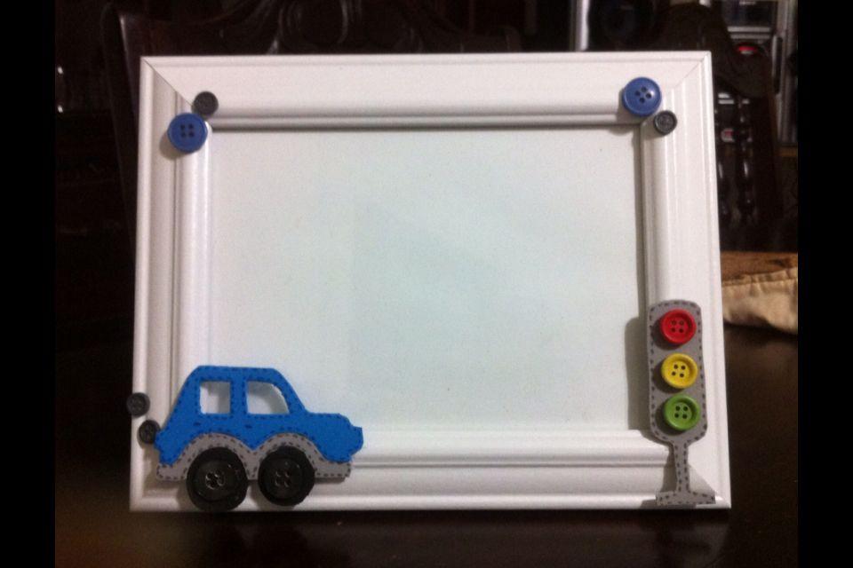 Portarretrato personalizado con motivo de carritos, elaborado con foami y botones. Hecho por #elianakeys
