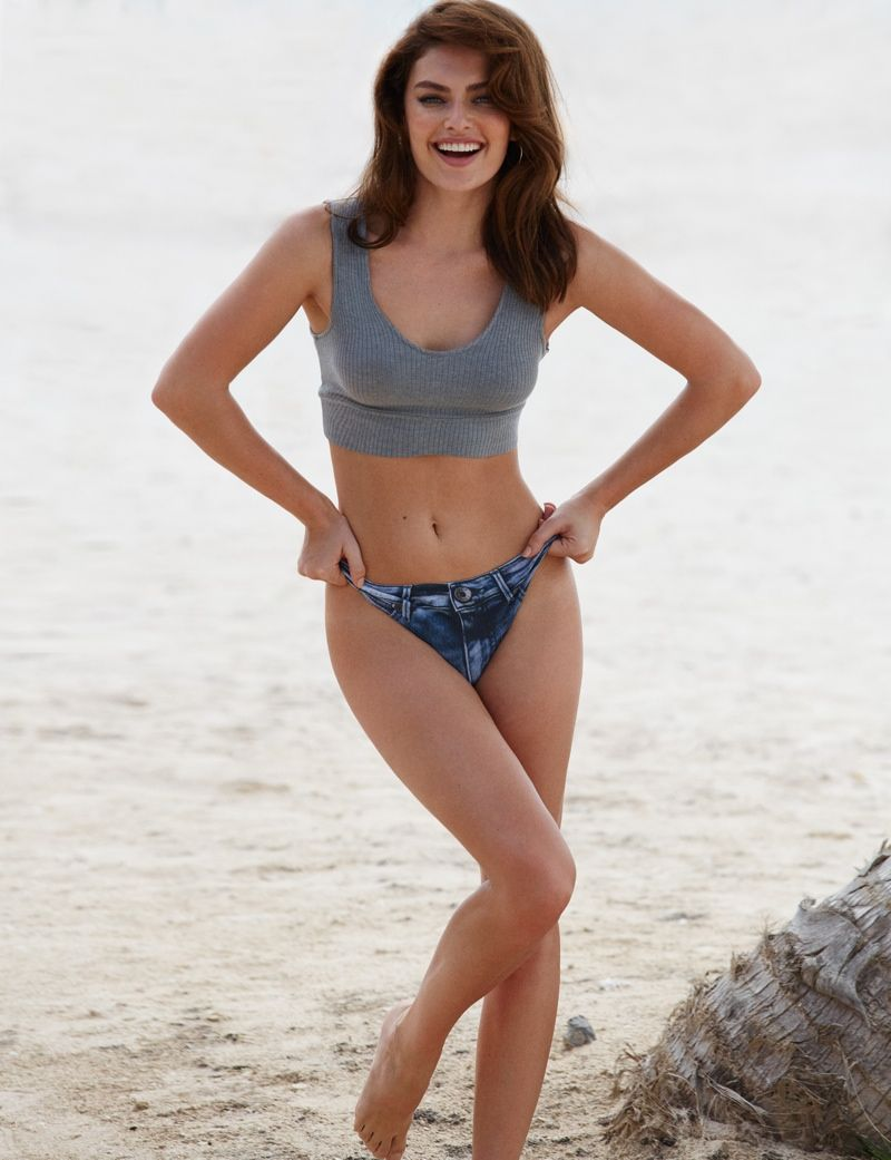 Alyssa flaunts her toned body in denim shorts