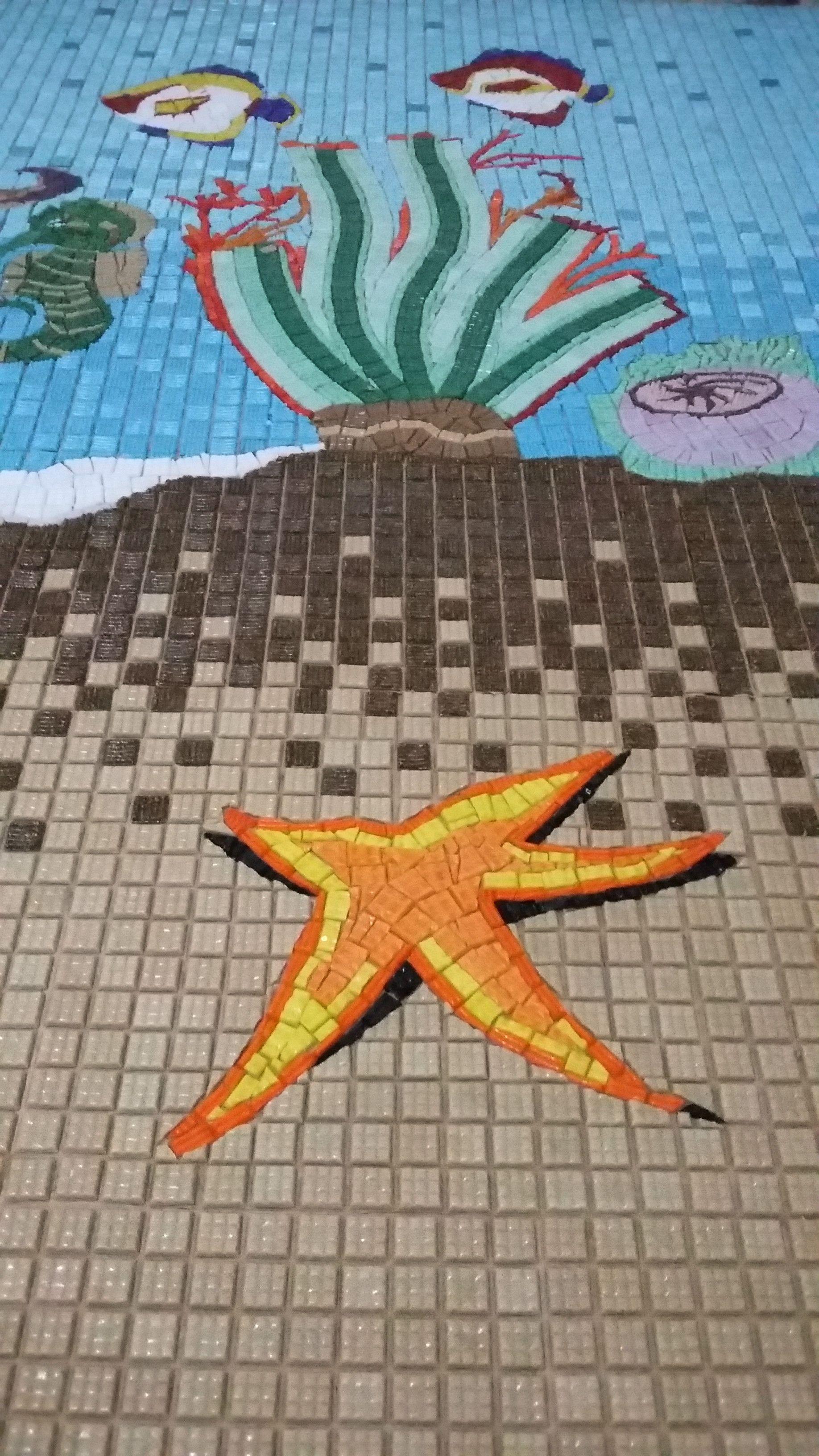 Muito Legal Essa Sensacao Da Estrela Do Mar Estar Em Alto Relevo Mosaico Em Pastilhas De Vidro Www Mosaicosmonica Com Br S Mosaic Contemporary Rug Starfish