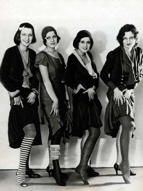 Flappers con medias de rayón  Historia de la Moda y los Tejidos