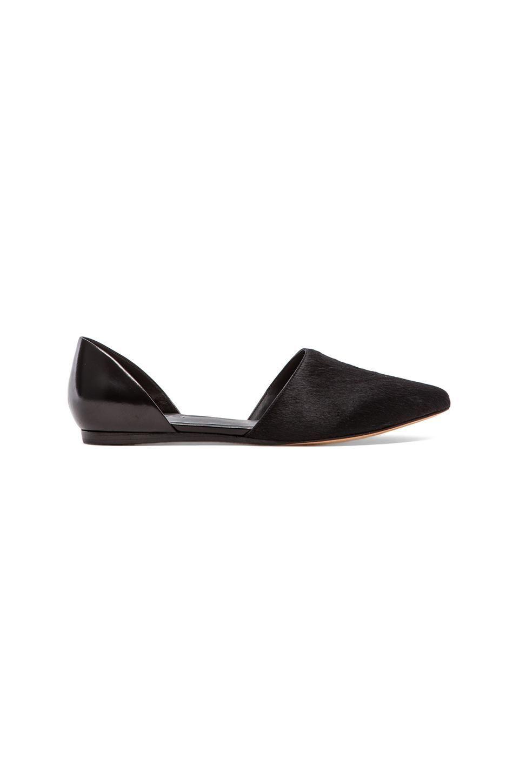 Minimal + Classic:  Vince Nina Flat in Black