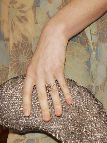 Take A Cue From AliciaSilverstone And Opt For Ring With Champagne Flush