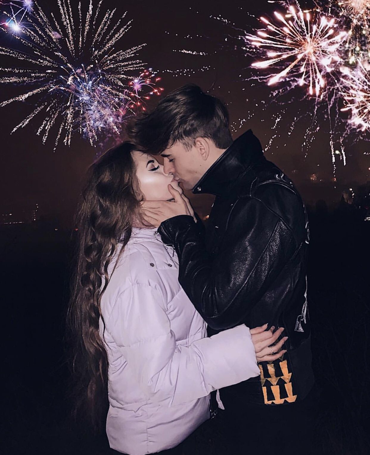 Pin By Josefina On Couple Goals New Year S Kiss Cute Couple Pictures Cute Couples Photos