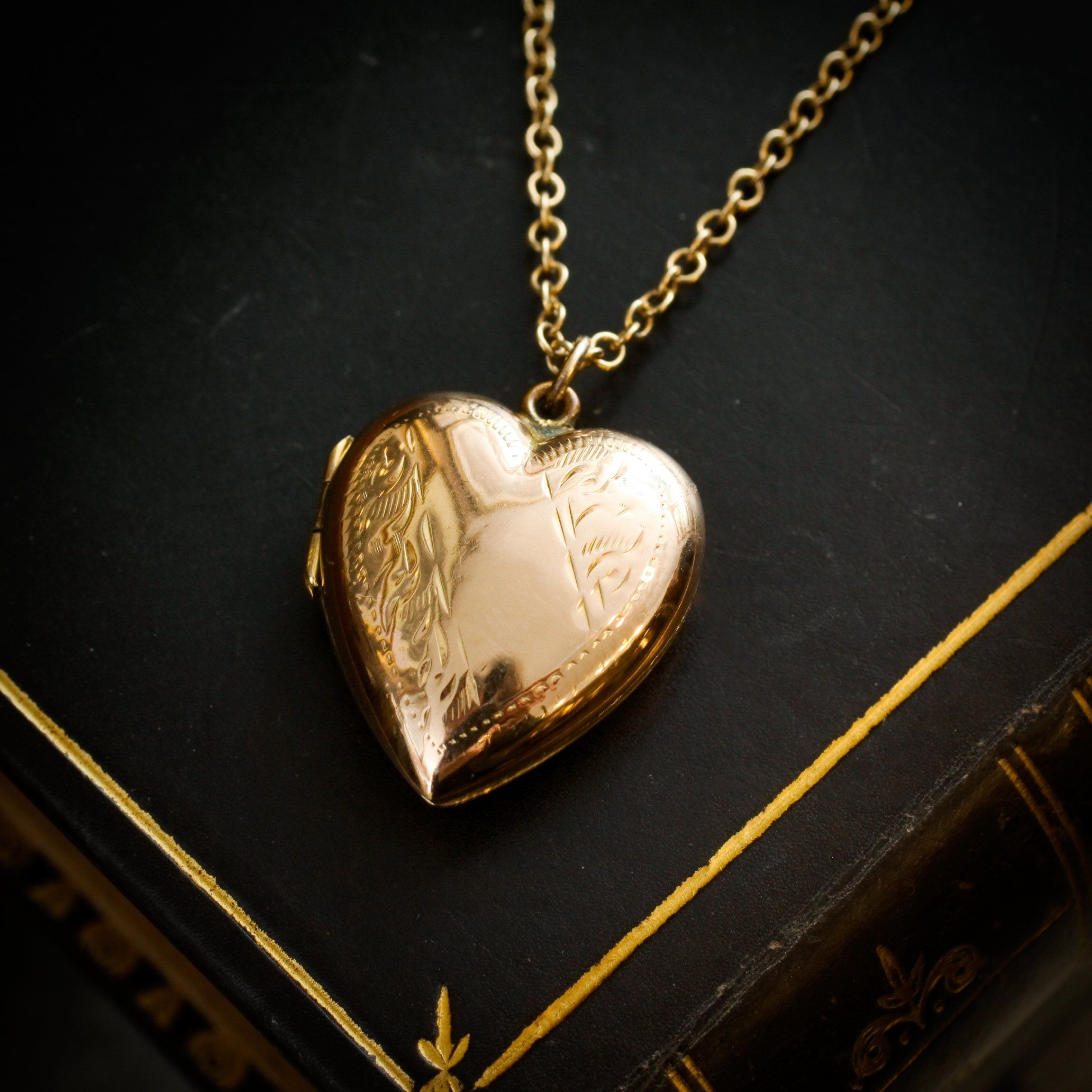 """Sterling silver Gold Plated engraved Locket Heart on /& 18/"""" chain jewellery co"""
