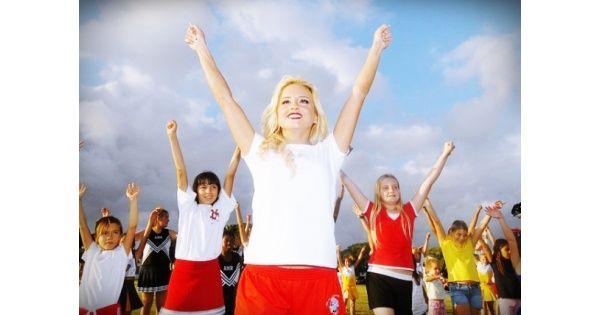 A gyerekek a közösségben akár aktívan vagy passzívan vesznek rész, az ott átélt történések mély nyomot hagynak bennük. Viszont a kortársak visszajelzése hamis önértékelési képet alakíthat ki, ezért fontos a felnőttek egyensúlyozó, kiegészítő szerepe is. /Turzó Marianna, mediátor/