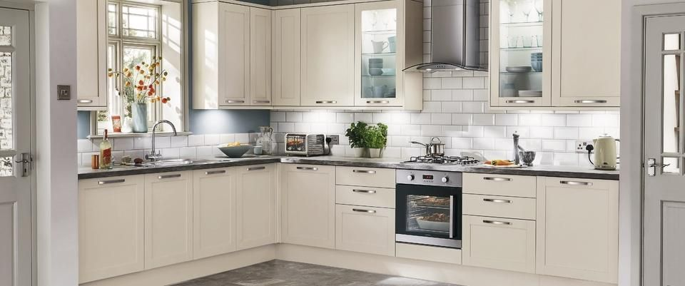 Greenwich Shaker Ivory Kitchens Have Simple Ivory Shaker Style Doors  Suitable For Both Contemporary And Traditonal Interiors.