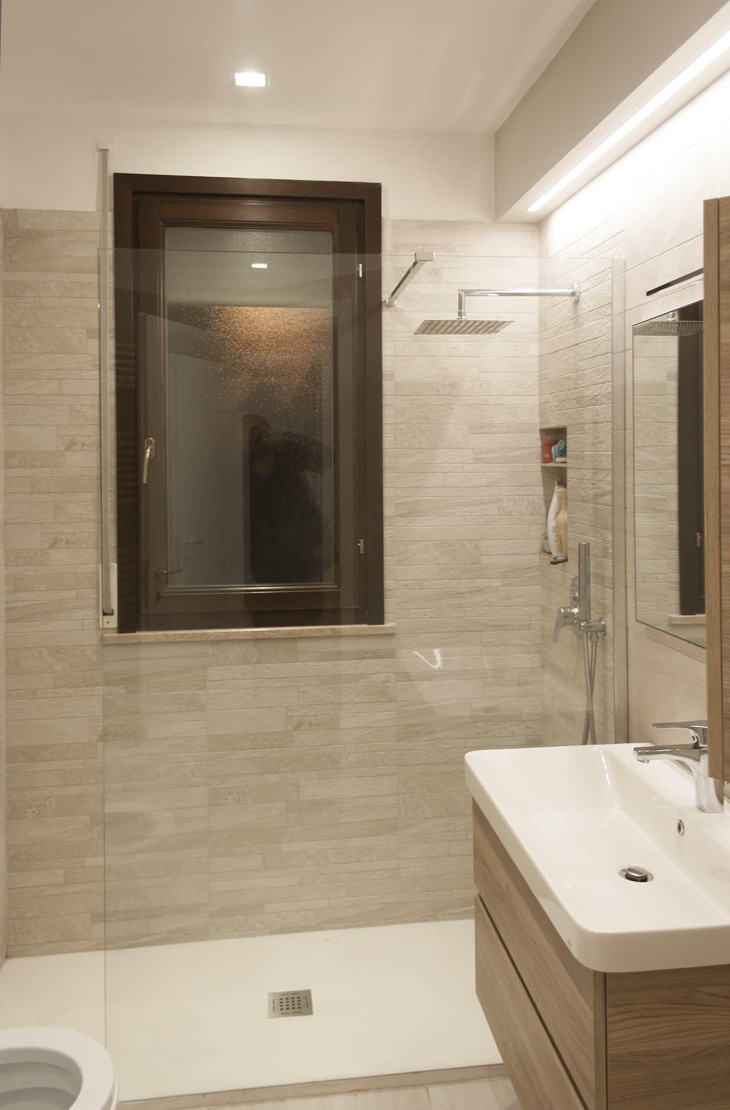 Appartamento g p bagno in stile di architettura for Appartamento stile moderno