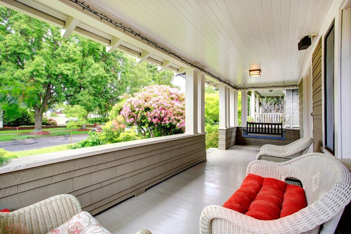 Charming front porch with wicker furniture - homeyou ideas