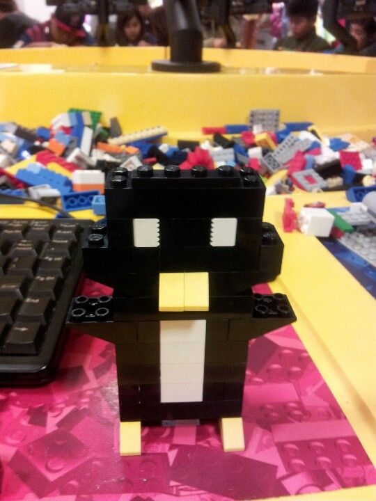 Made this awesome penguin at the Lego store in Downtown Disney ...