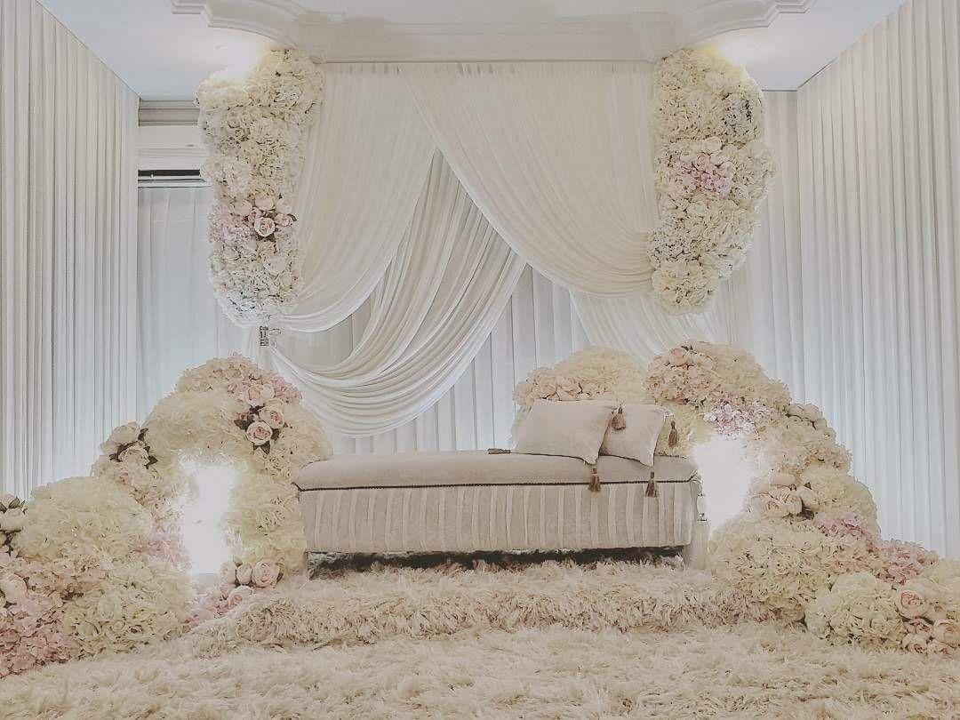 Pelamin Bunga Putih 2018 Dekorasi Pernikahan Elegan Dekorasi Pernikahan Tempat Pernikahan Dekorasi pelaminan putih gold