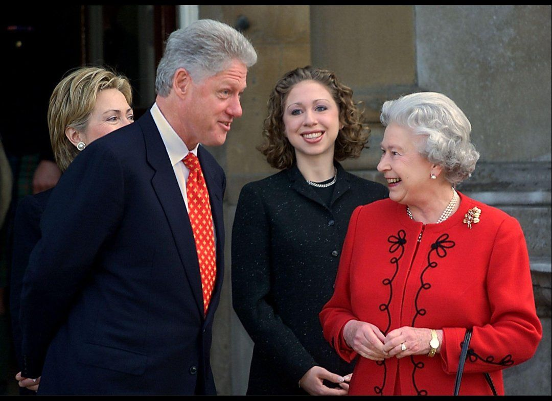 Happy birthday, Queen Elizabeth!  With the Clintons.  The monarch turns 86 today, and it's a very special anniversary for Her Majesty in other ways: she's currently making her Diamond Jubilee in honor of her 60 years of rule.