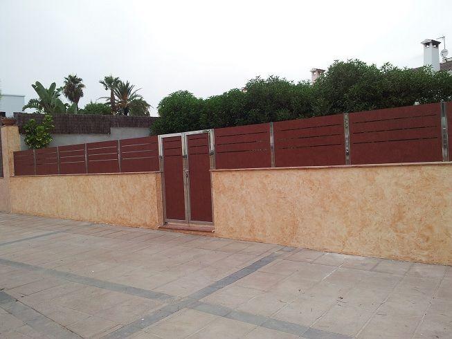 Valla y puerta de ocultaci n de plaf n compacto fenolico y acero inoxidable www - Vallas de acero inoxidable ...