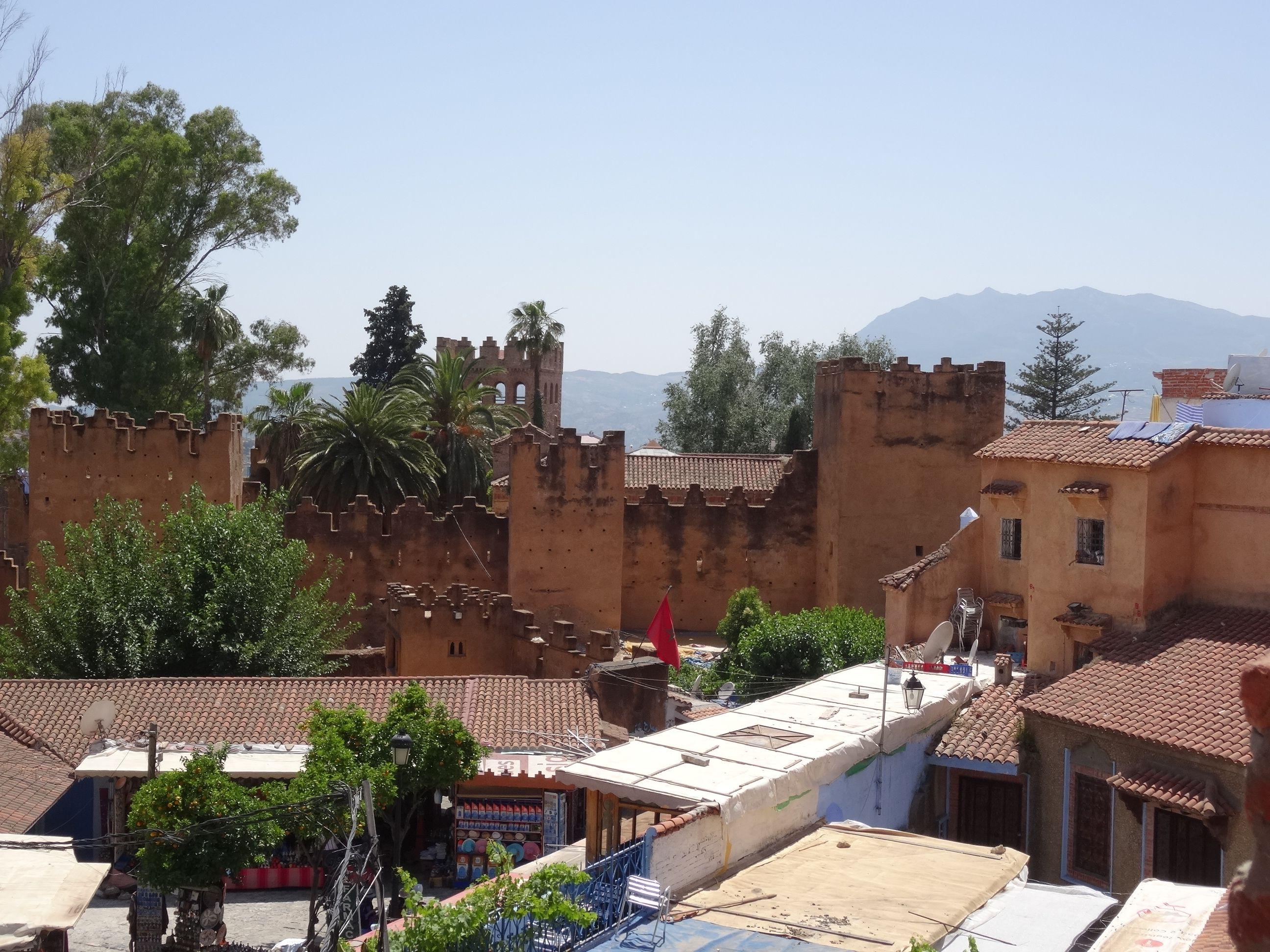Desde uno de los restaurantes de la plaza, viendo la Alcazaba