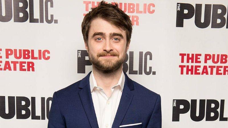 Daniel Radcliffe Net Worth Height Married Wife Daniel Radcliffe Net Worth Daniel Radcliffe Info With Net Worth In 2020 Daniel Radcliffe Robbie Amell Net Worth