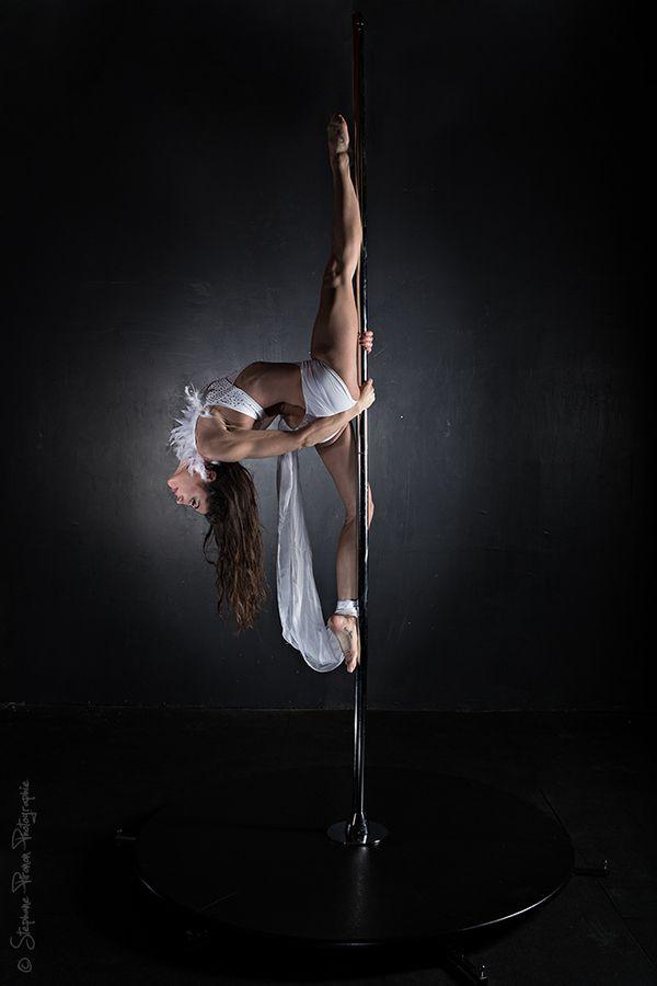 0b5e99b3010a Pole dance y Danza clásica, la mejor combinación. Encuentra este Pin y  muchos más en Pole Dance, de Flow escuela de baile ...