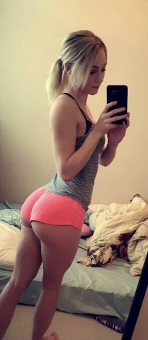 Sexy asses in short shorts