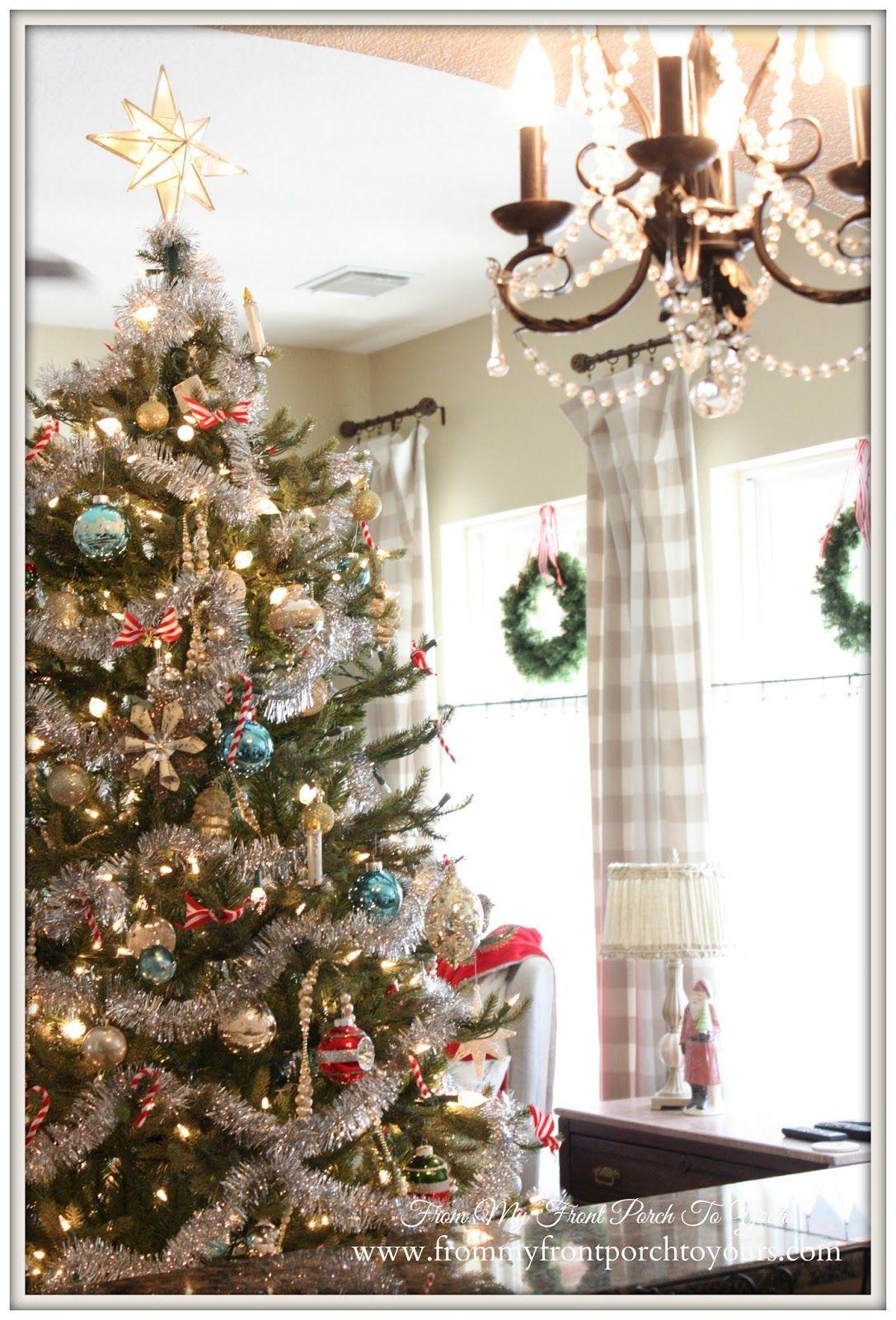 Farmhouse Vintage Christmas Living Room | Christmas living rooms ...