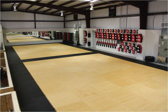 Like The Bags Are Off The Floor In 2019 Karate Dojo Gym
