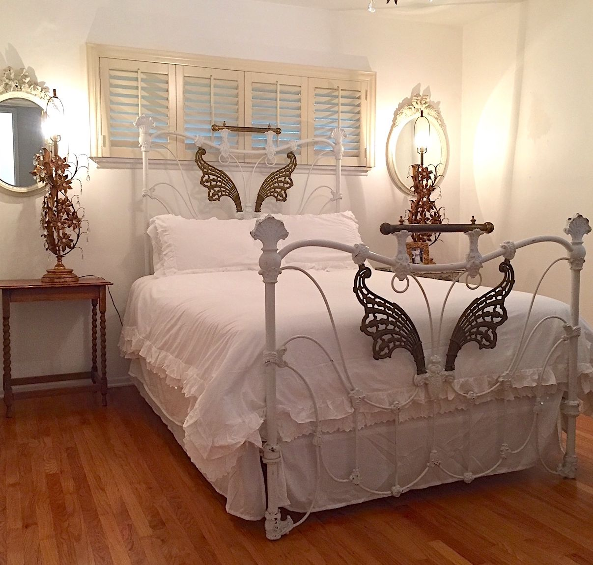 Few Beds Have The Distinct Victorian Style And Design As This