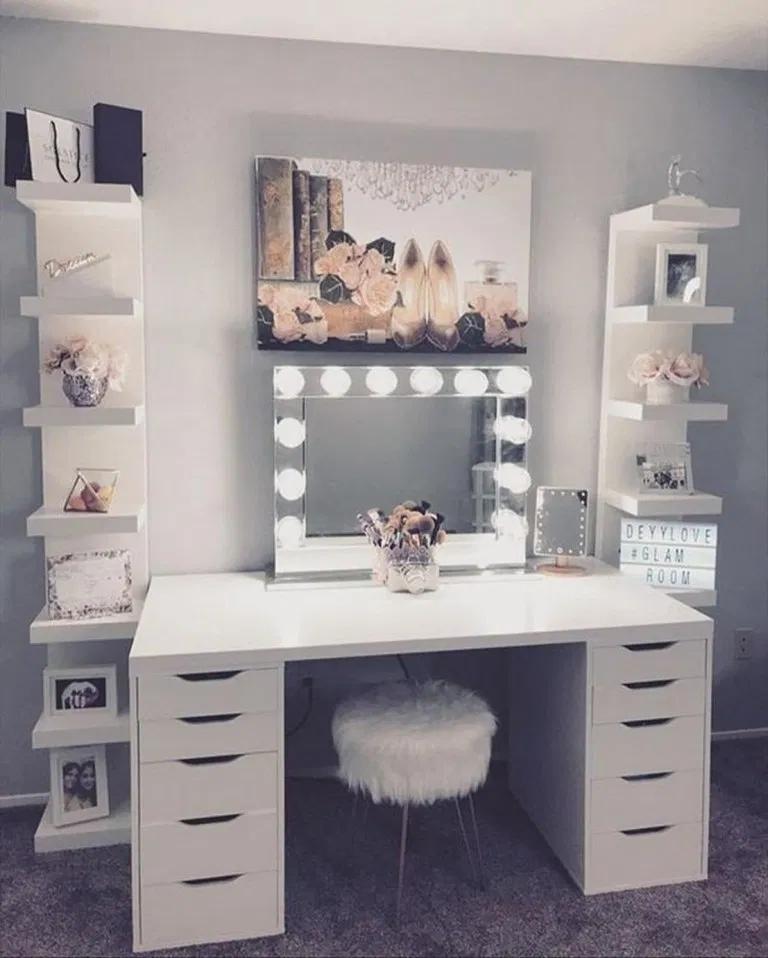 22 Feminine Makeup Room Ideas That Women Must Have In 2020 Stylish Bedroom Room Ideas Bedroom Bedroom Vanity