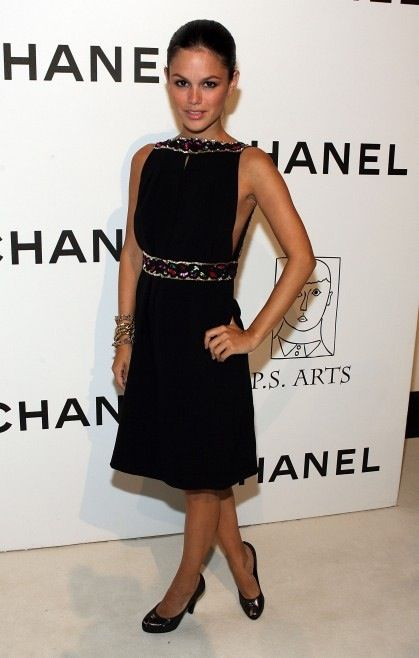 33d33415d274 Black dress. Rachel Bilson style.