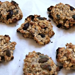 Oat and choc chip cookies, low sugar but still with a few carbs due to the banana