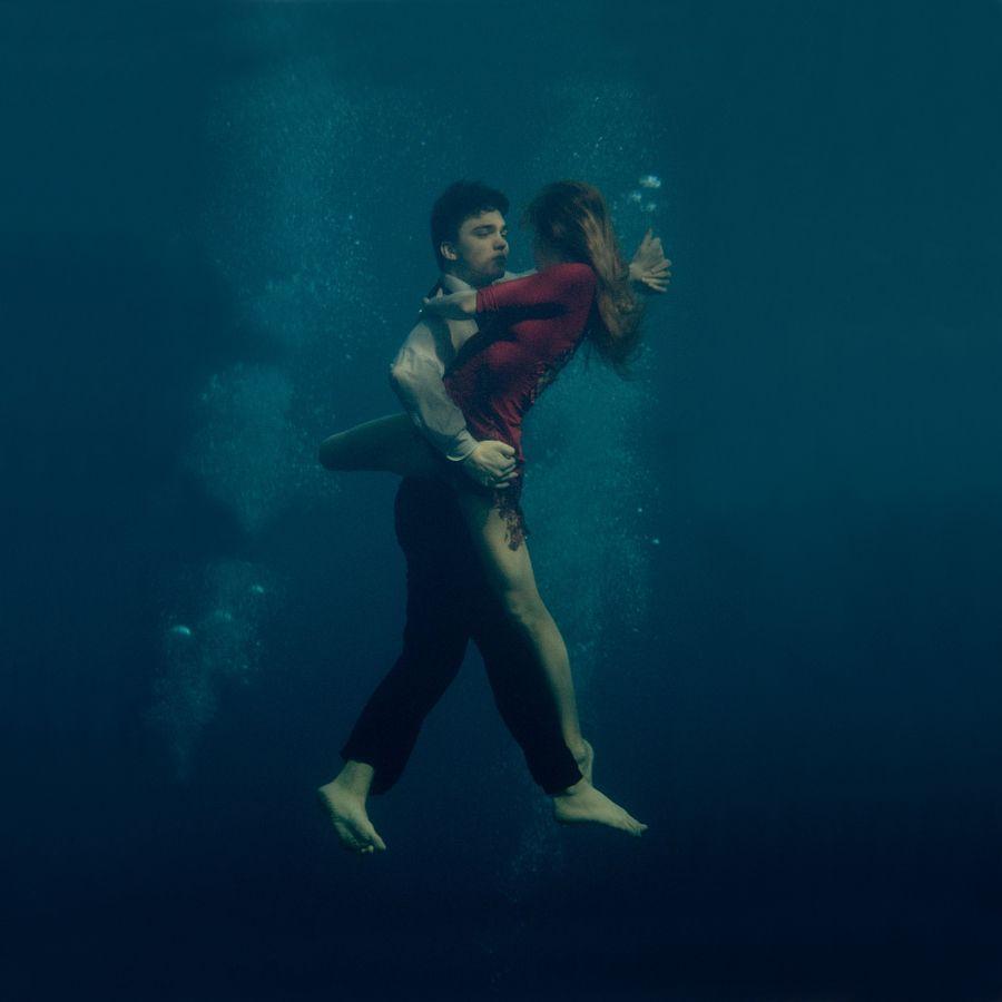 девушка и парень, танец под водой: 8 тыс изображений ...
