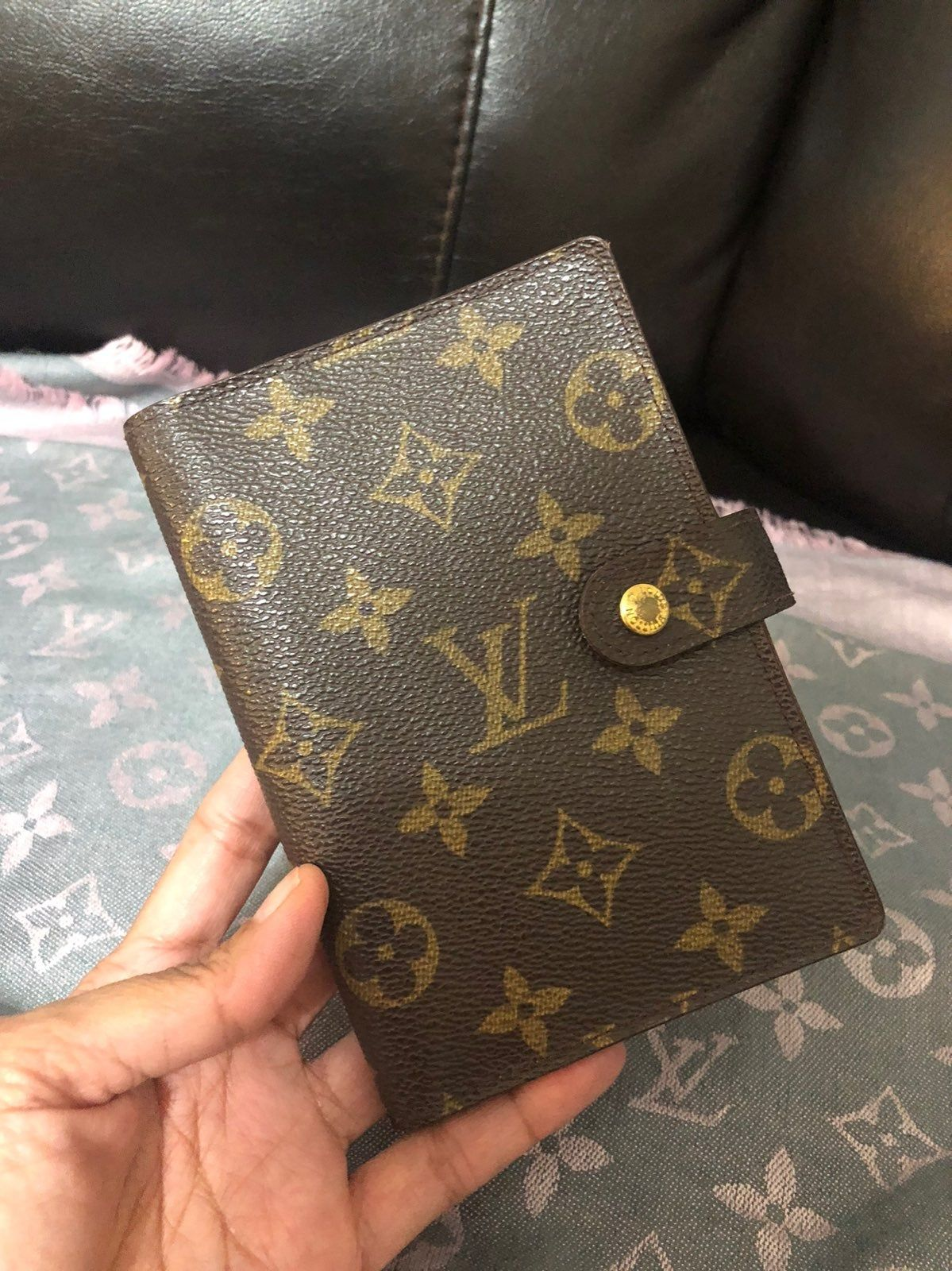 Authentic Preloved Agenda Pm Monogram Can Be Used As A Passport Holder With 3 Slots For Cards Louis Vuitton Wallet Monogram Louis Vuitton Monogram