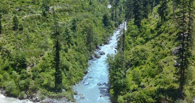 Meeting point of Rivers Tosh and Parvati and the starting point of the trek to Kheerganga. #kasol #river #travel