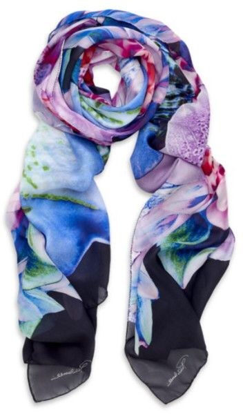 Kuva sivustosta http://cdnc.lystit.com/photos/2012/03/09/roberto-cavalli-multicolour-flower-print-scarf-product-1-3033410-672609705_large_flex.jpeg.