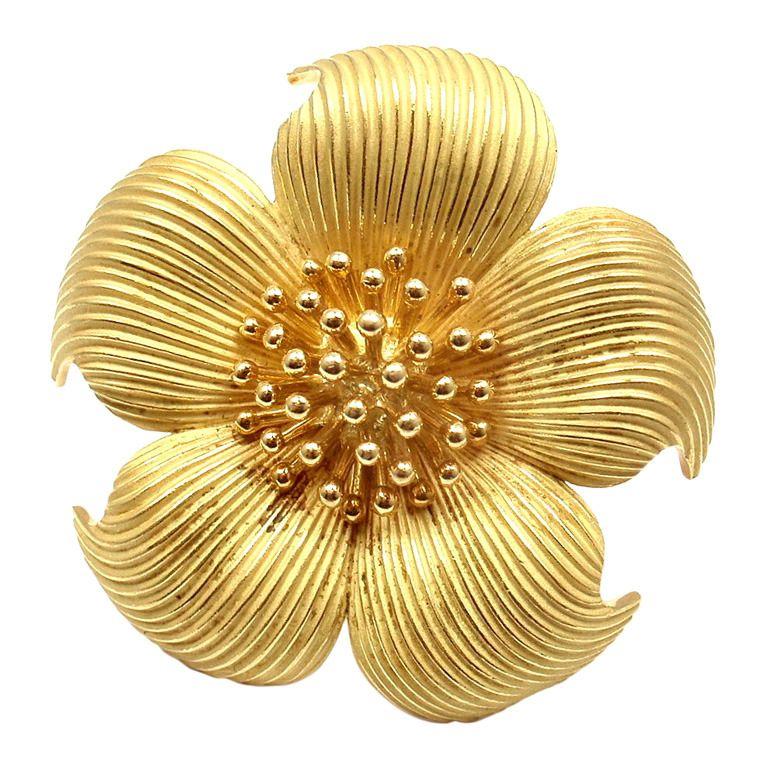 b4b65e843871b TIFFANY and CO. Yellow Gold Dogwood Flower Brooch | GOLD jewellery ...