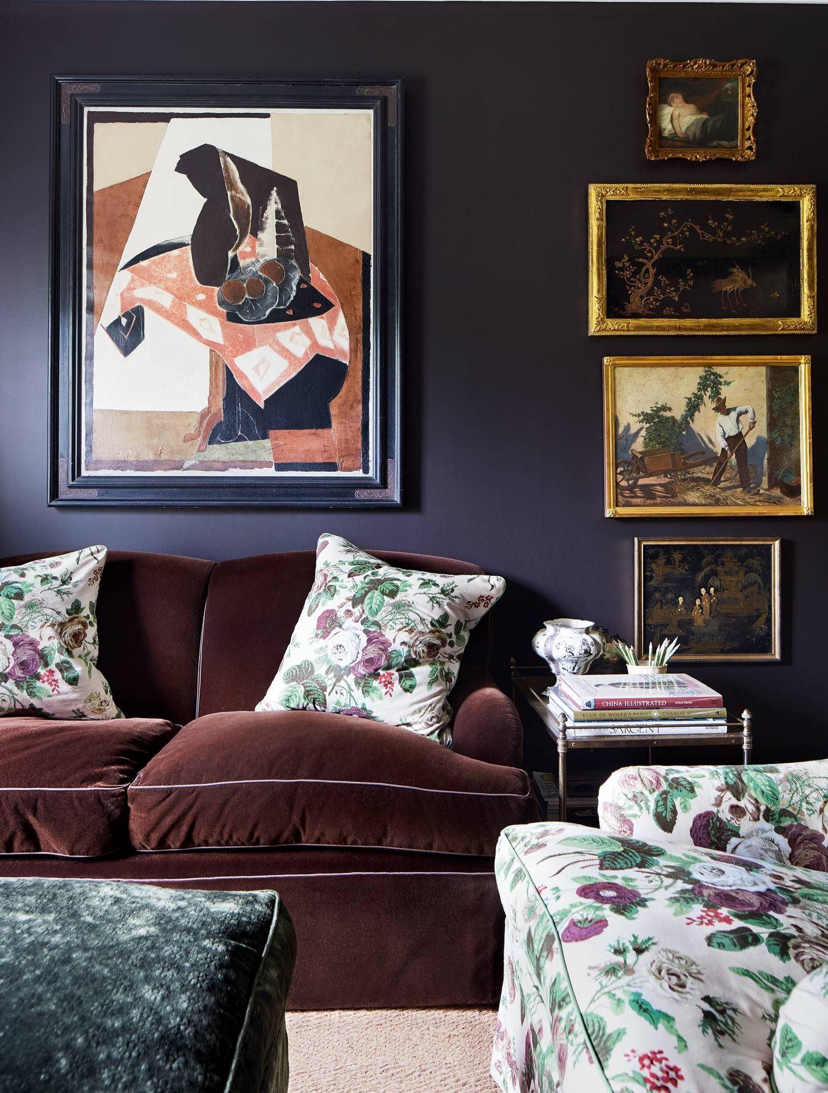 An Australian home packed with English country house style #dunklewände Cameron found the Forties French abstract painting in a gallery in Sydney's Queen Street. He covered the sofa in velvet because, he says, 'I like everything to be comfortable.' #dunkleinnenräume