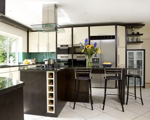 A Built In Wine Rack In A Cream Hi Gloss Lacquer And Dark Wood Kitchen Kitchen Decor Sets Wine Kitchen Wine Decor Kitchen