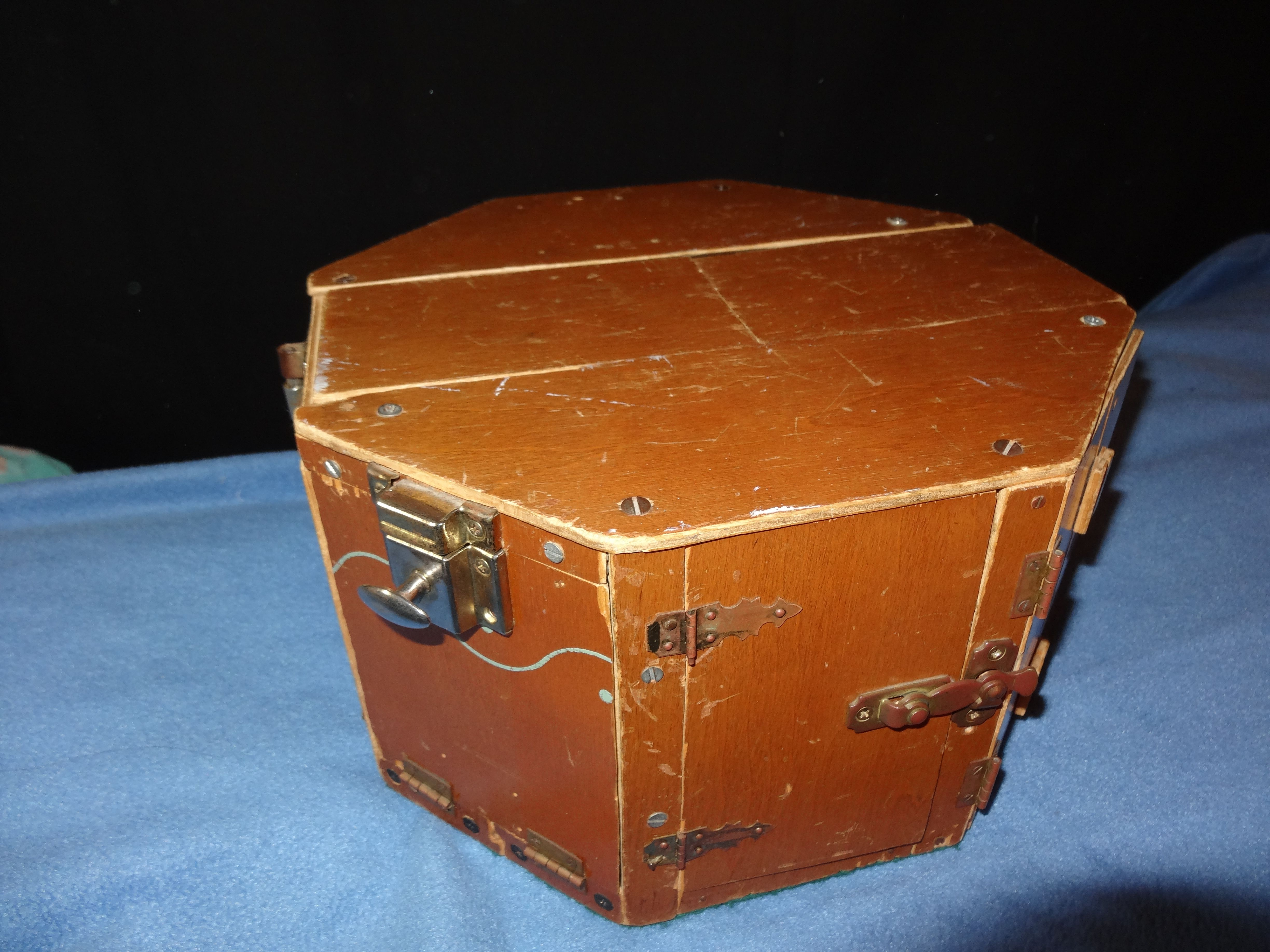 This is 2 sides of an octagonal lock box. Box, How many