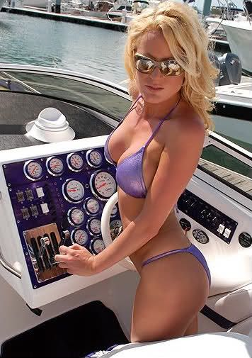 Sexy girls and bass boats — photo 12