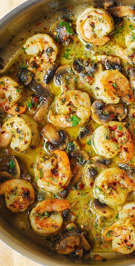 Pesto Shrimp and Mushrooms This eàsy, spicy pesto shrimp recipe hàs lots of flàvor thànks to the ingredient list: pesto, gàrlic, red pepper flàkes, fresh bàsil. It's gluten free ànd low càrb.