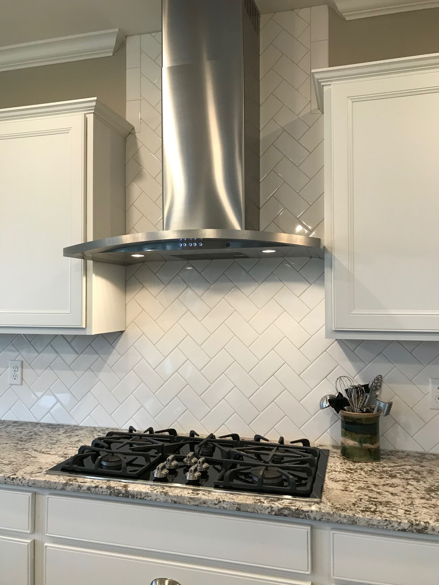 Arctic White 3x6 Gloss Tile In Herringbone Pattern Southwest House Herringbone Backsplash Kitchen Remodel