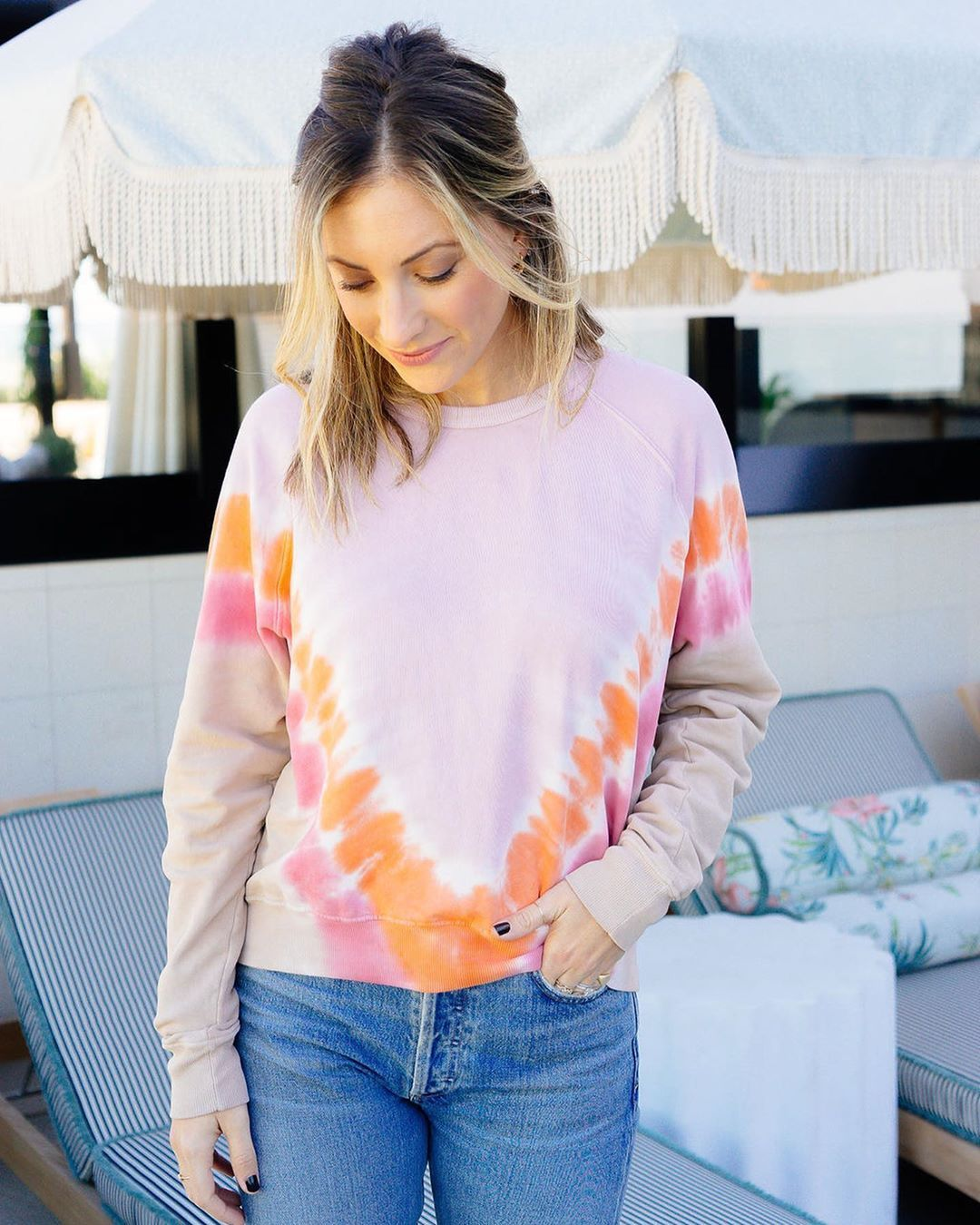 She S Live Tie Dye Sweatshirt Cupcakes And Cashmere Spring Summer Fashion [ 1350 x 1080 Pixel ]