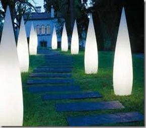 How iluminate your garden with solar lamps lamparas for Luces para jardin exterior