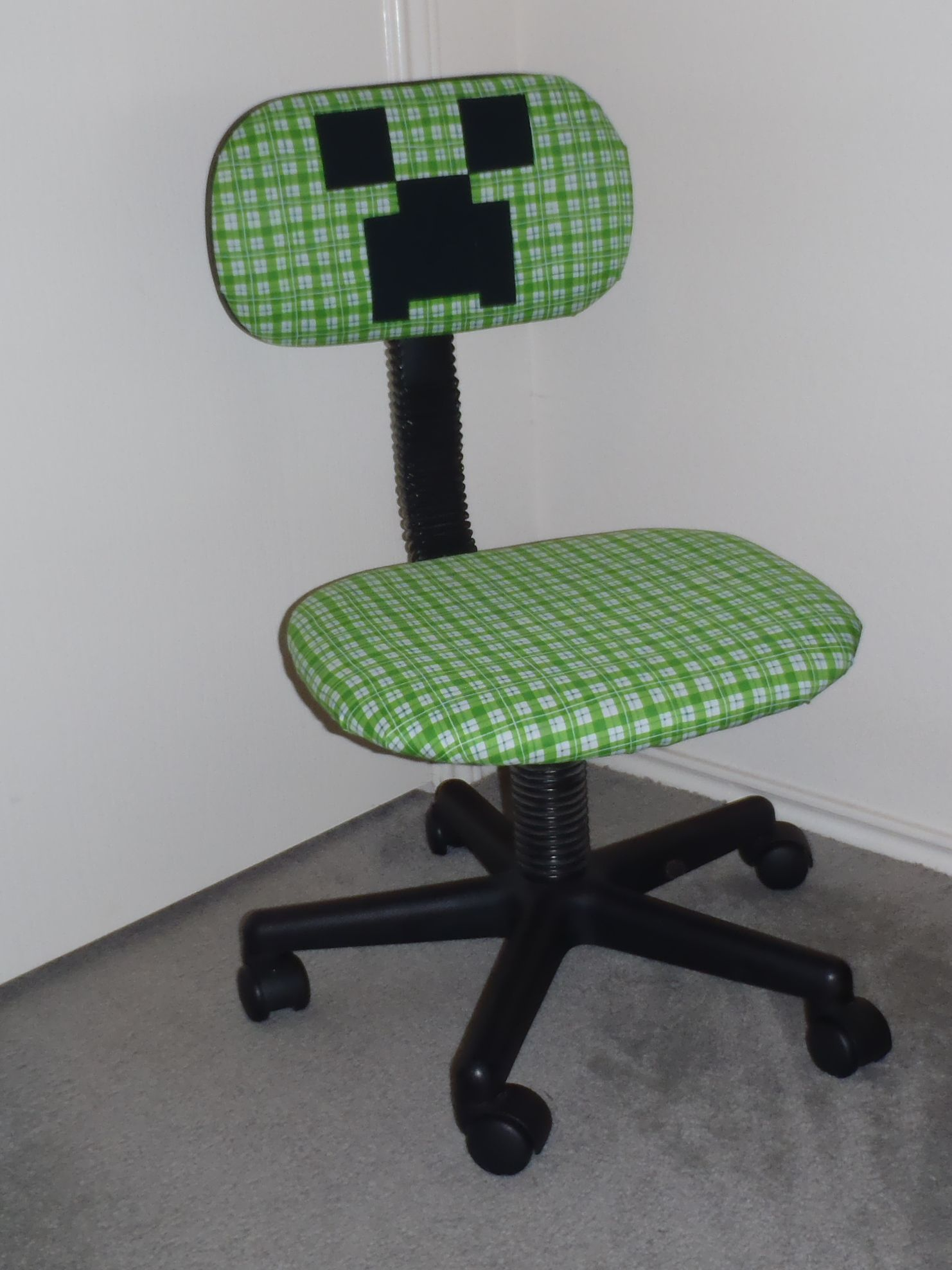 Desk Chair Made Bistro Folding Chairs Re Covered To Make A Minecraft Creeper My