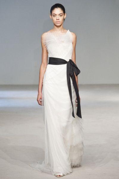 Vera Wang, vestido con lazo negro | Bodabook | Pinterest | Vera wang ...