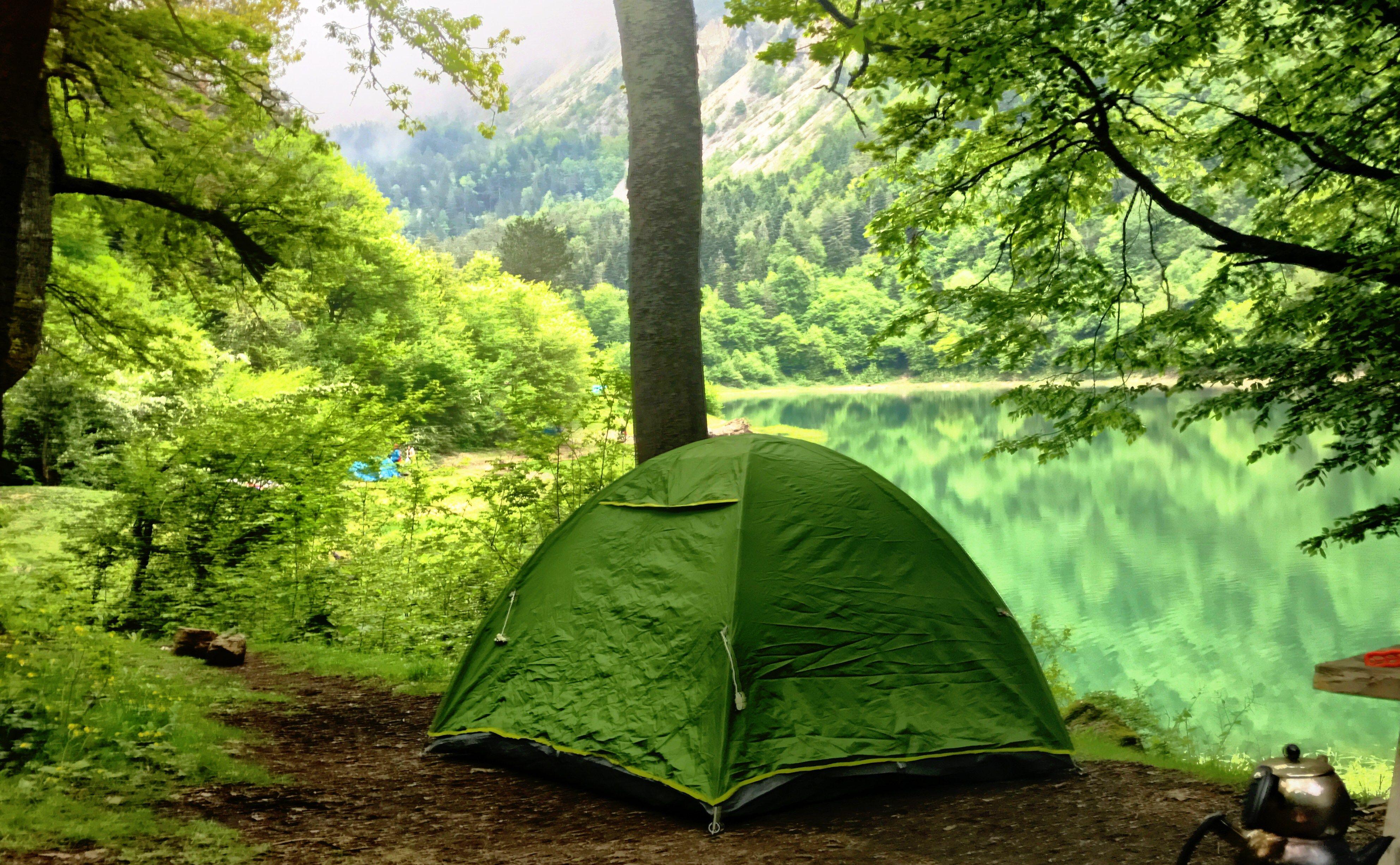 Ne zamandır İstanbul'a çok uzak olmayan bir kamp alanı arıyorduk. Sonunda harika bir rota keşfetme şansımız oldu: Sülüklü Göl.